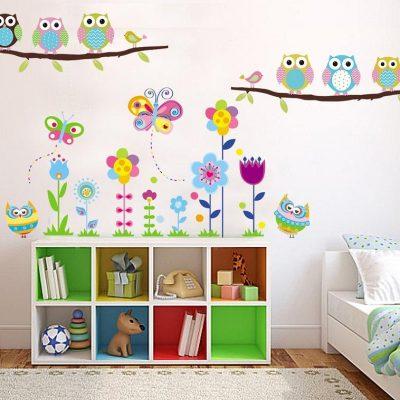 Цветы на стене в детской