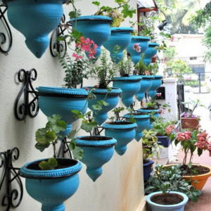 Series-of-Turqoise-Outdoor-Planters-Pots-in-Patio-Design-Ideas