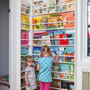 newsstand-style-corner-display-via-handmade-charlotte.-sharplaylagrayce-sharpkidsroom-sharpbookshelf